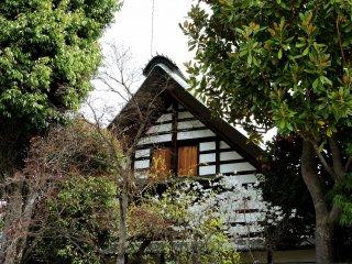 Đầu hồi một ngôi nhà dưới sắc xuân