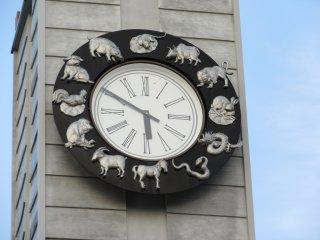 Каждое животное соответствует часу на циферблате