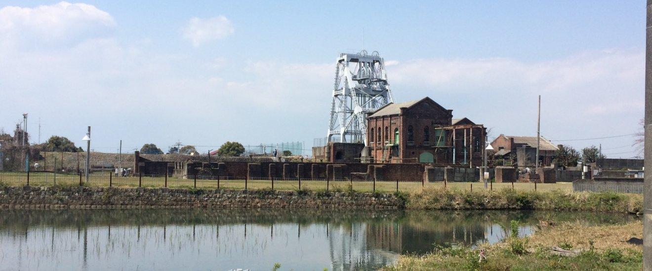 炭鉱の穴に水を注入してできた池