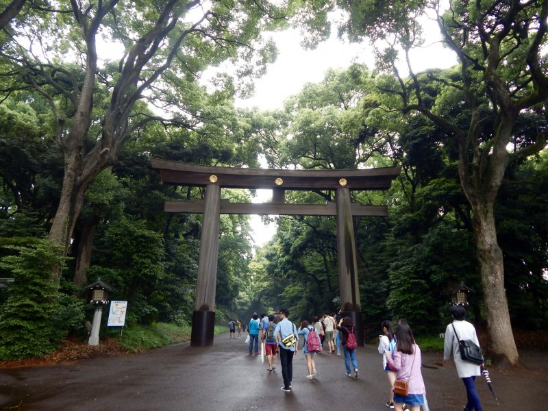 """At the entrance of the Meiji-jingu you can find a traditional Japanese gate, also called """"torii"""". It's one of the largest torii in Japan."""