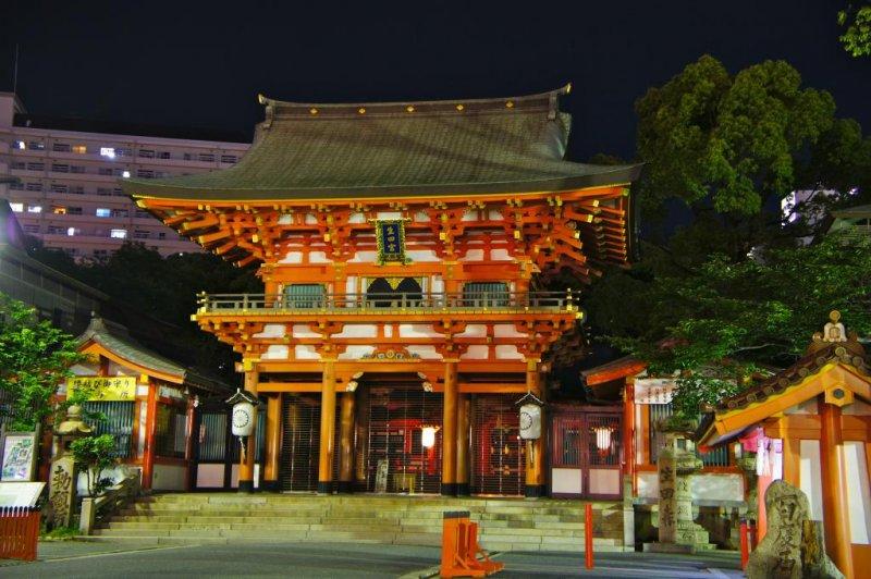 Ikuta Shrine at night