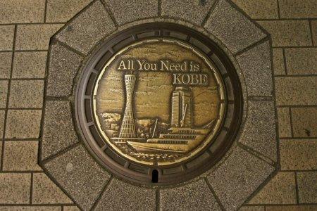 Những chiếc nắp cống ở Kobe