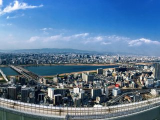 On clear sky days you will be rewarded with a stunning panorama of Shin-Osaka
