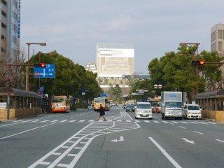 El castillo Himeji desde la avenida principal de la estación Himeji