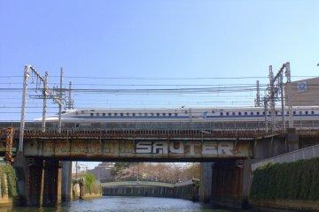 A lucky Shinkansen shot