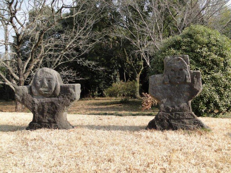 Каменные погребальные статуи кургана Иватояма