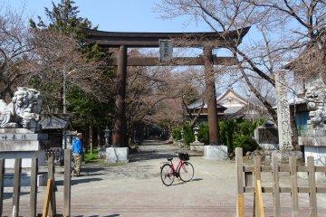 ศาลเจ้าฟูจิ โอะมุโระ เซ็นเก็น (Fuji Omuro Sengen)