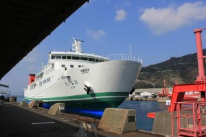 An Uwajima Unyu ferry coming into port