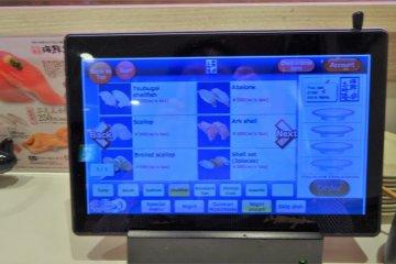 เมนูในไอแพดมีทั้งภาษาญี่ปุ่นและภาษาอังกฤษพร้อมรูปภาพ