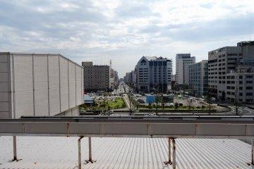 คุณสามารถมองเห็นโรงแรมมายสเตย์ อุตซึตโนะมิยะ ได้จากบนรางรถไฟชิงกังเซ็นเลยทีเดียว