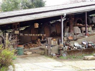 เตาโนะโบะริกะมะ (noborigama) ซึ่งเป็นเตาเผาขั้นบันไดแบบโบราณ