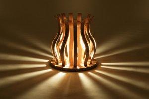 Kap lampu bambu. Tipe produk ini diberi nama 'suiren'.