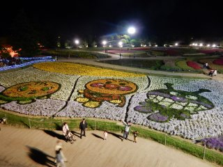 The carpet of flowers create Anpan Man characters