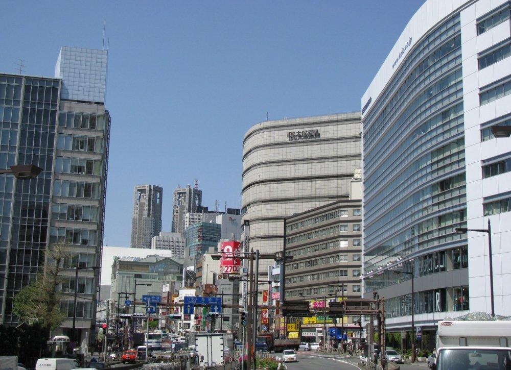 Shinjuku giống như một thành phố lớn