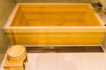 Spacious pine, or koyamaki, bathtub