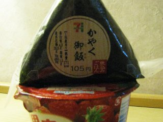 Онигири и йогурт
