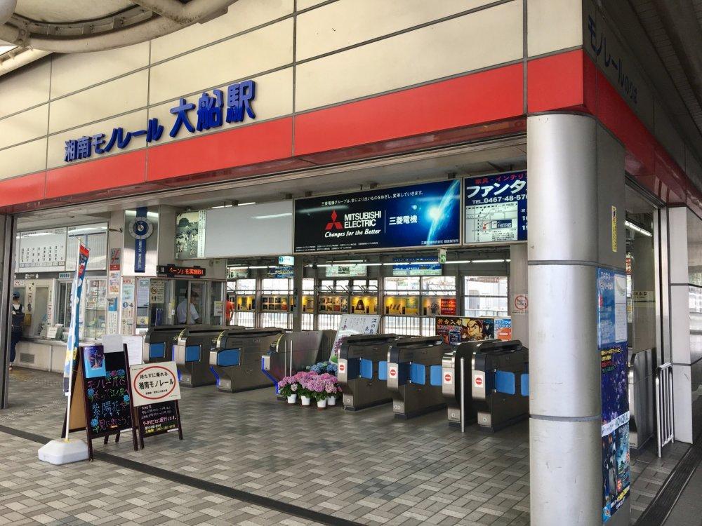 Station entrance in Ofuna