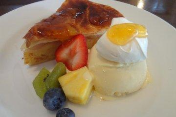 <p>Apple pie at the tearoom</p>