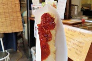 โมจิ ด็อก (Mochi-dog) ที่มีรสชาติแปลกกว่าฮอตด็อกทั่วไป