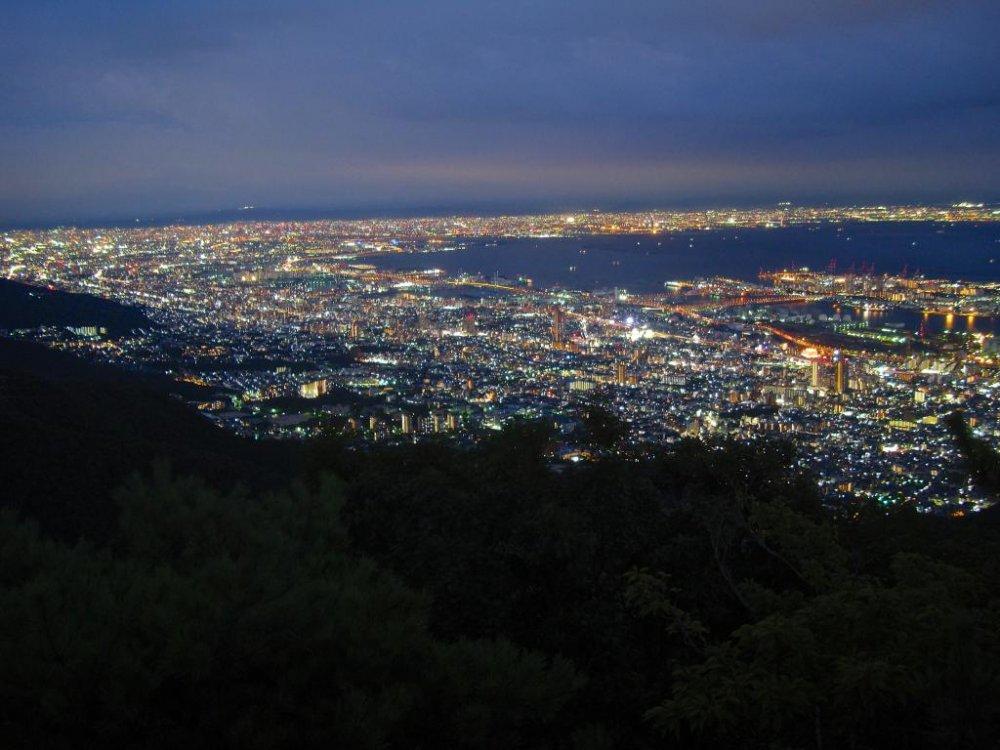 Ночной вид на город Осака и Асия, гора Майя