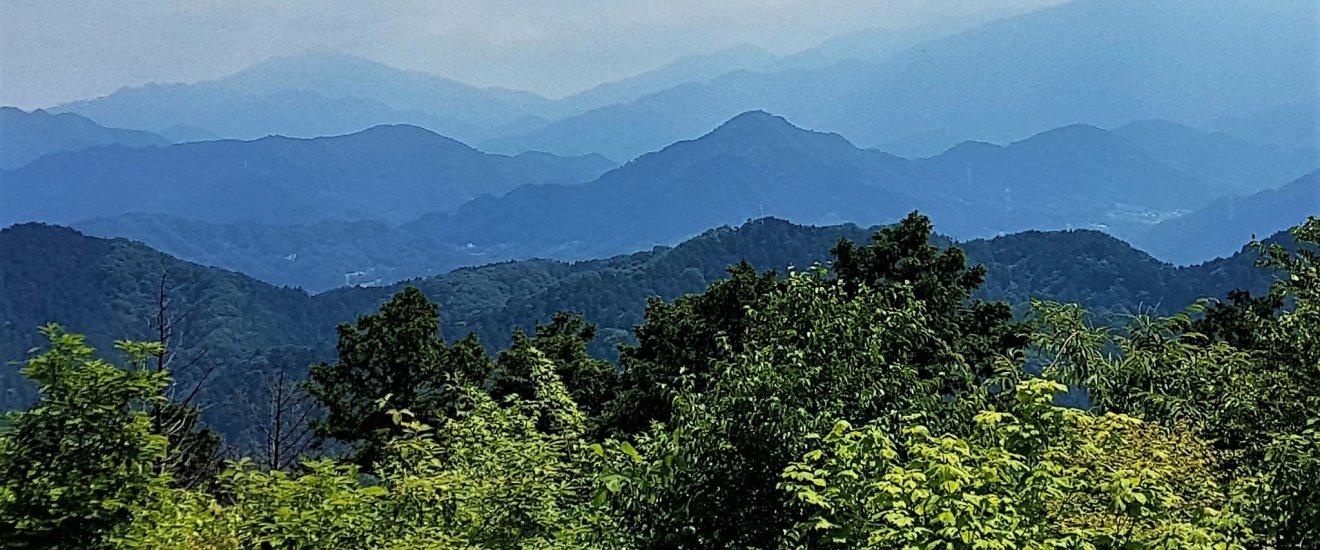 เทือกเขาสลับซับซ้อนไปไกลสุดสายตา