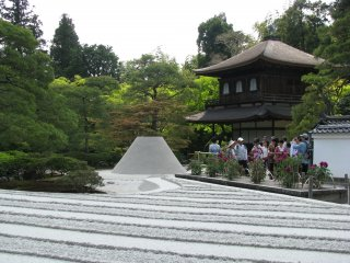"""""""Гинкакудзи"""" и сад песка создают живописный вид"""