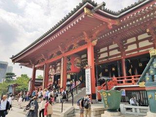 อาคารหลักของวัดที่ประดิษฐานของรูปแกะสลักเจ้าแม่กวนอิม หรือแคนนอน เทพเจ้าแห่งความเมตตาของญี่ปุ่น