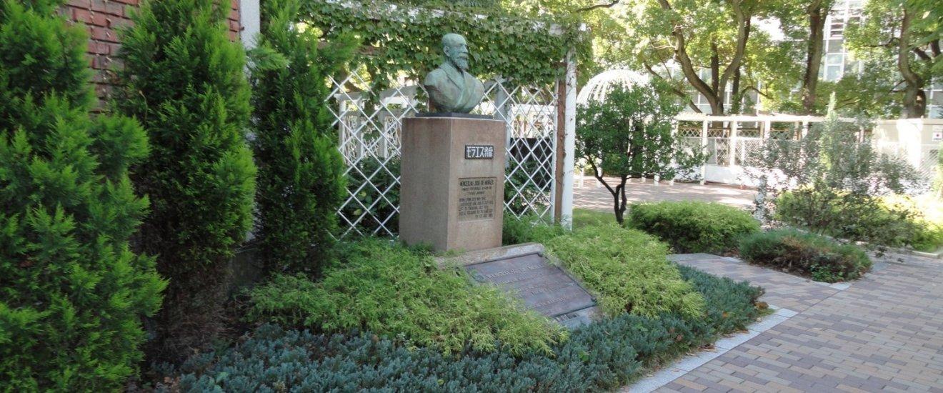 No Jardim Yuenchi poderá visitar o memorial a Wenceslau de Moraes (1854 - 1929), que foi Cônsul de Portugal em Kobe antes de se retirar para Tokushima, onde viveu até ao final dos seus dias