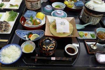 มื้อนี้ใช้จานชามคนละ 23 ชิ้น
