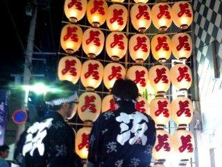 La nuit des lanternes du Akita Kanto Matsuri