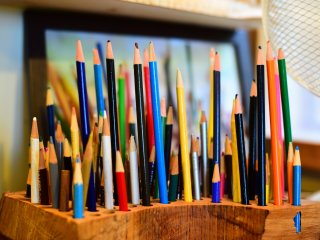 Colored pencils and notebooks are available for children