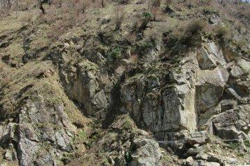 Скалистые склоны парка