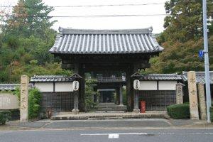 Entrance way to tranquility, Shitennouji, Tsu.