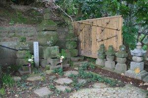 Grave of Tsuchida Gozen, mother of Oda Nobunaga