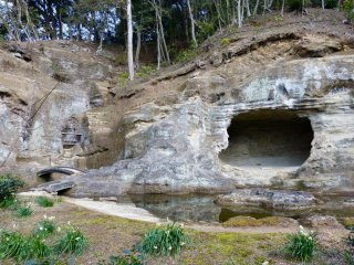 This cave (Tennyo-do), dug into the rock, was designed for the purpose of Za-zen practice