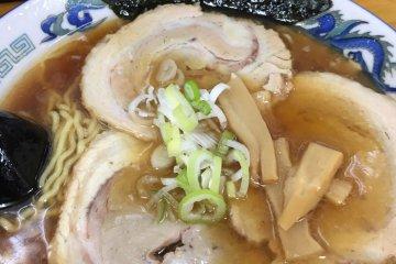 ร้านราเม็ง Asahikawa Ramen Aoba