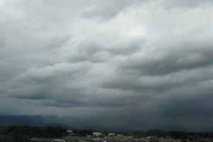 Тайфун отправился на север от Токио