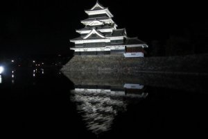 Замок Мацумото ночью
