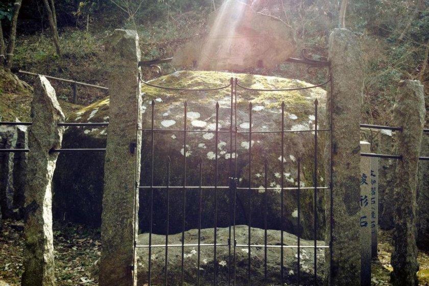 Shinobu Mojizuri Nishi (the famous Mottling Stone)