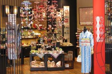 Магазин сувениров и игрушек