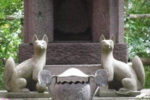 Кицунэ - посланники божества Инари