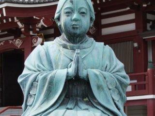 第二次世界大戦で崩壊したため、現在のお寺は後に建て直された