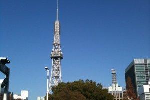 久屋大通公園越しのタワー