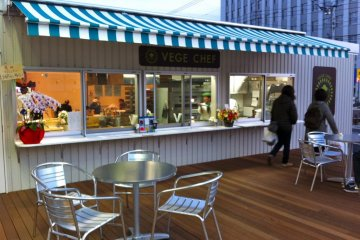 VEGE CAFE serves outdoors & indoors