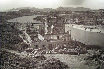 Фото разрушенной Хиросимы в Мемориальном музее мира