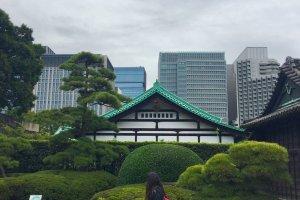 Los jardines del Palacio Imperial, contraste entre el moderno y tradicional Japón