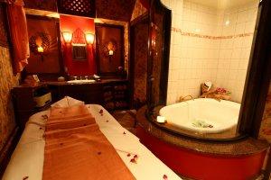 Beng Teng spa room lotus