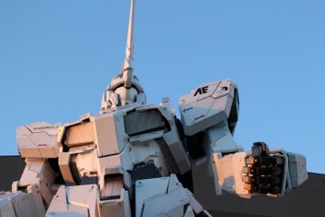 Unicorn gundam basking in the evening glow.