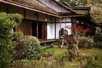 Where Yoshitsune fled from his brother, left his lover, and Hideyoshi threw hanami parties. Yoshimizu Shrine.