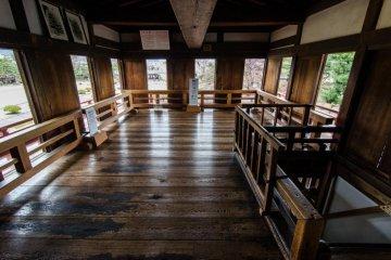 Комната для любования луной - одна из уникальных черт замка Мацумото - в Японии имеется всего два замка с подобными комнатами!